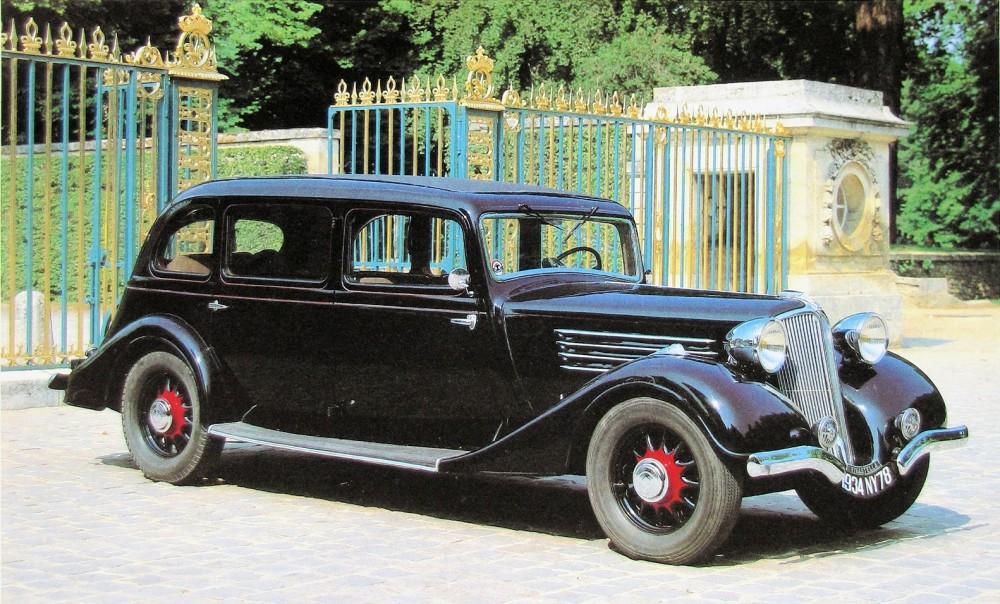 """Figure.10: Vivastella 1934 limousine 8 pl. """"queue de pie"""". Entrée en scène de l'aérodynamisme © SHGR/Renault"""