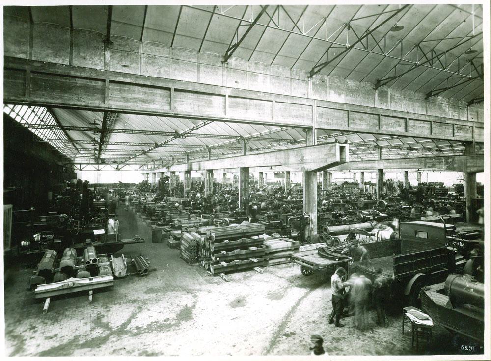 Atelier d'usinage du matériel de 155 G.P.F. © APR Droits réservés