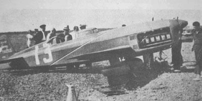 """Hélène Boucher aux commandes du célèbre """"N°13"""" - Istres, août 1934"""