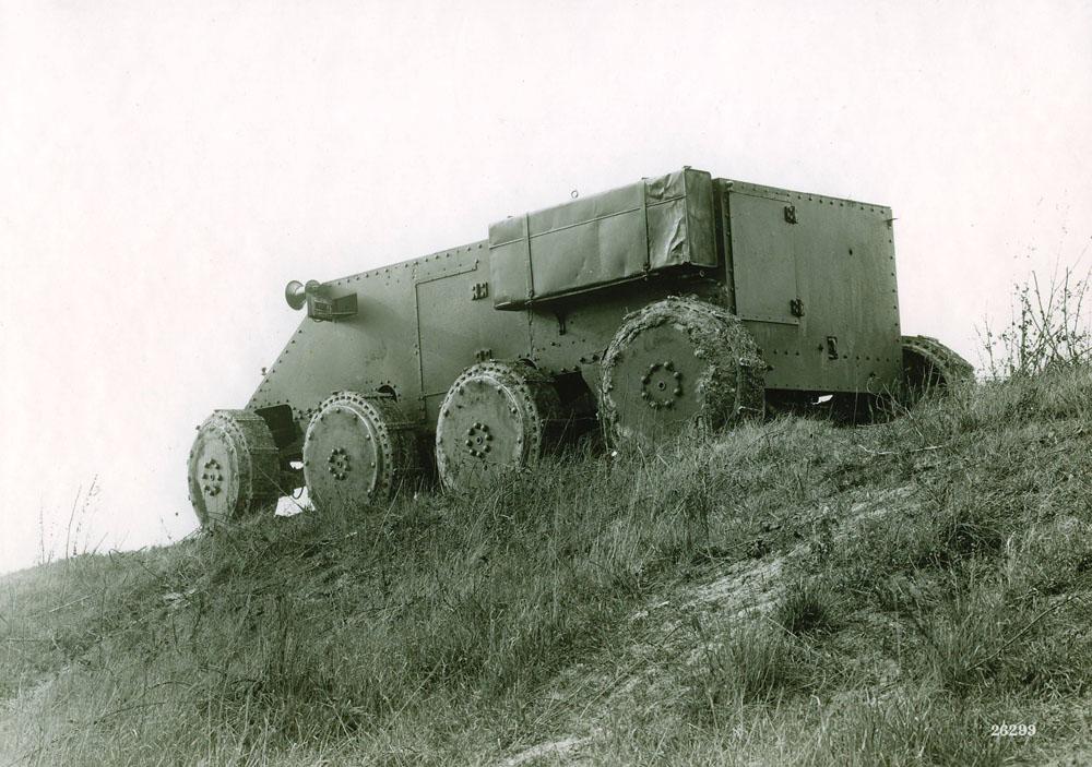 Char d'assaut 8 roues 20 cv 4 cylindres type S.K. © APR Droits réservés