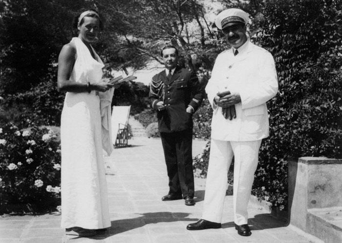 Au premier plan, Christiane Renault et le général Victor Denain, ministre de l'Air du 9 février 1934 au 24 janvier 1936 © SHGR/Renault-Histoire
