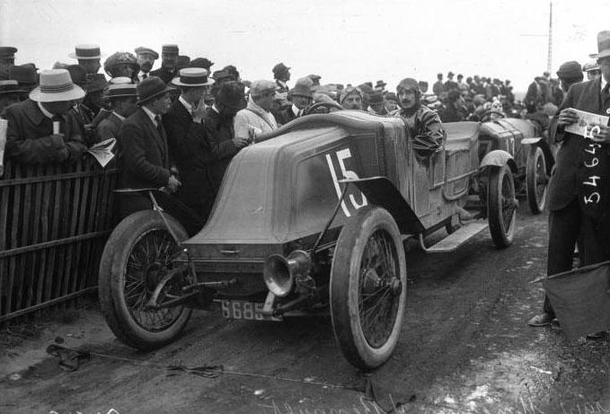 Le circuit d'Anjou : Moncanis sur Renault en vitesse : [photographie de presse] / Agence Meurisse © BNF