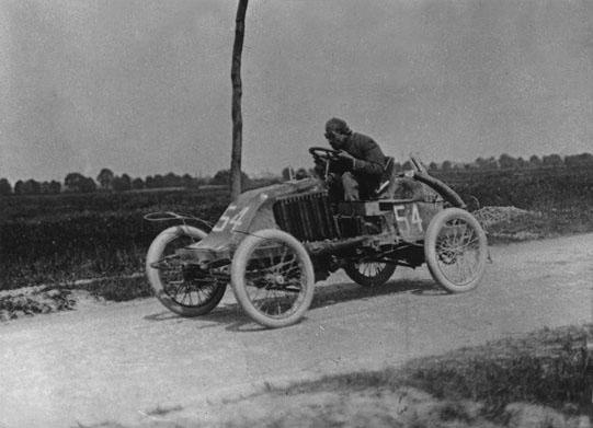 Pleine vitesse au circuit Nord en 1902 © Renault Histoire