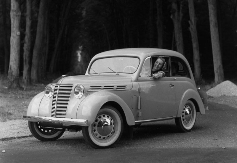 Coach Juvaquatre type AEB2 © Renault Histoire