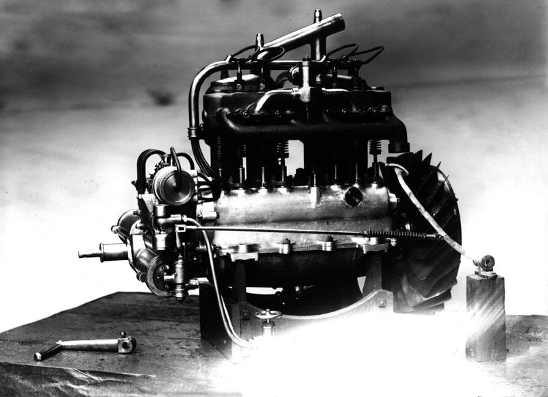 Démarreur à air comprimé monté sur un moteur 4 cylindres 20 cv © SHGR Tous droits réservés