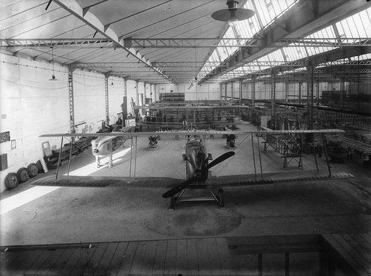 Hall de montage des avions type AR © Renault Histoire