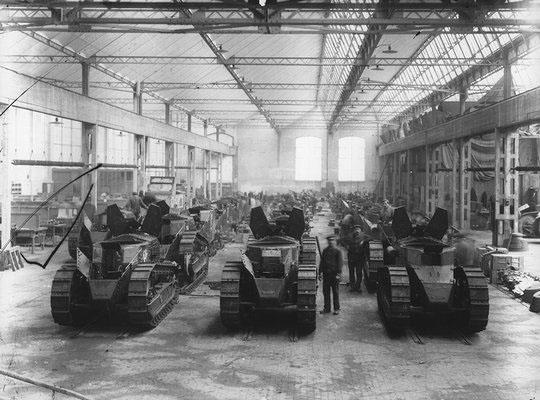 Hall de montage du FT17 à Billancourt © Renault Histoire