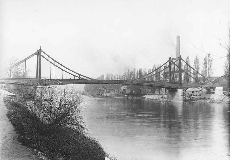 Le pont Daydé de Billancourt à l'île Seguin © Renault Histoire