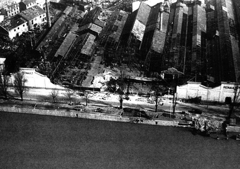 Partie de l'usine après le bombardement © Renault Histoire