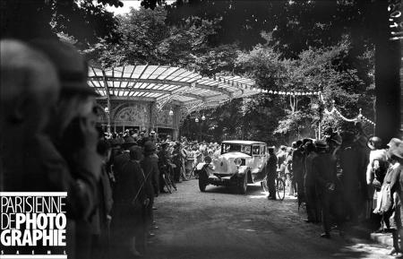 Concours d'élégance automobile. Renault. Paris, vers 1925-30. BRA-117032 © Maurice Branger / Roger-Viollet/Paris en Images