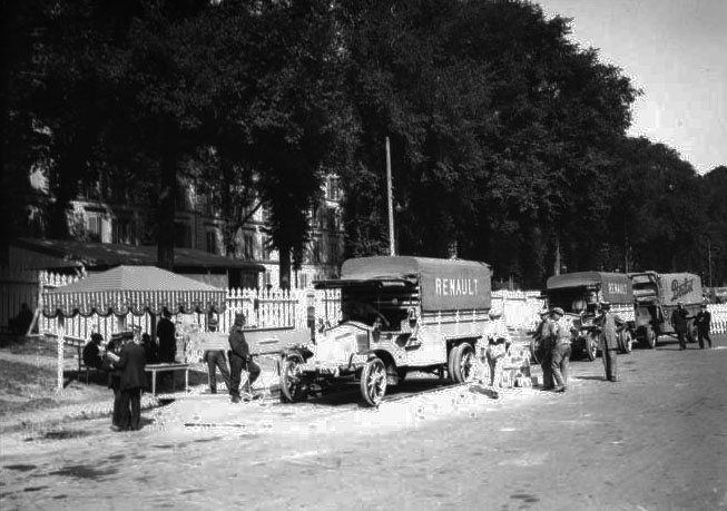 29 juin 1914, Versailles, concours de poids lourds © BNF