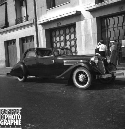 Coupé Renault. Paris, 1936 © Pierre Jahan / Roger-Viollet