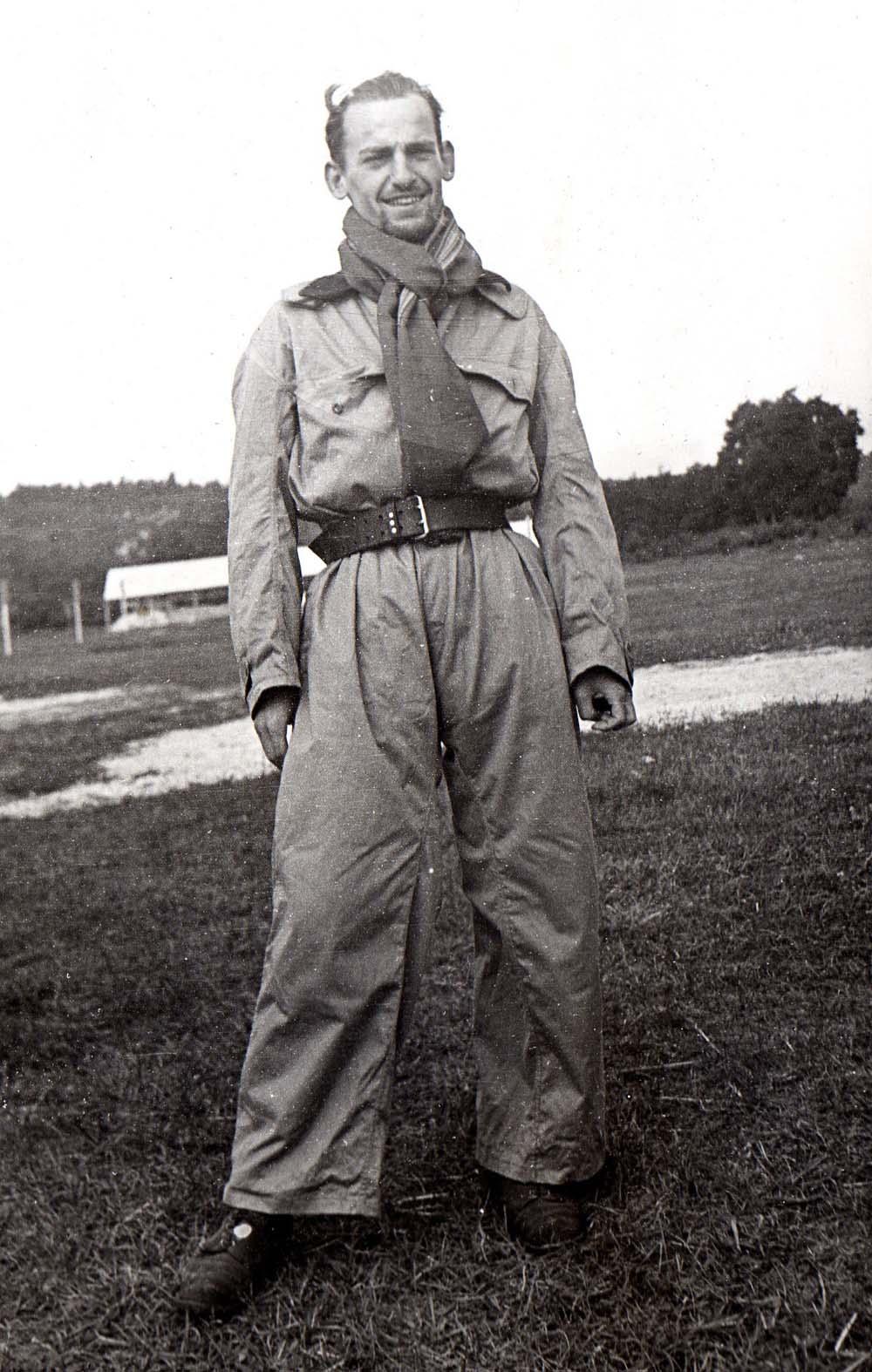 Paul-Henri Détrie, moniteur au camp de vacances Renault de Saint-Pierre-lès-Nemours, en 1942 © Paul-Henri Détrie