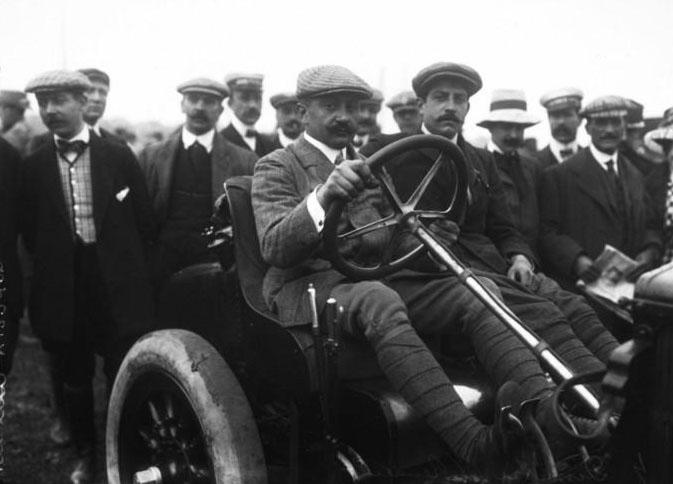 Dimitri [i.e. Serguey Dimitriewich] sur Renault [Grand prix de l'A.C.F.] : [photographie de presse] /[Agence Rol] 1908 © BNF