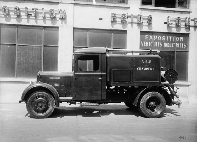 Arroseuse à incendie Renault type UEOA 15 cv 1934 © Renault communication / PHOTOGRAPHE INCONNU (PHOTOGRAPHER UNKNOWN) DROITS RESERVES