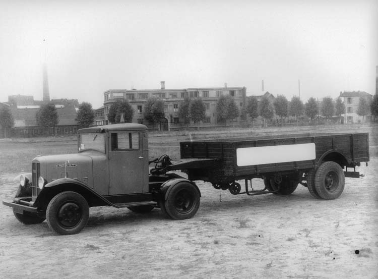 Figure 110 : Camion tracteur Renault type YGD 45 cv 8 tonnes 1935 © Renault communication / PHOTOGRAPHE INCONNU (PHOTOGRAPHER UNKNOWN) DROITS RESERVES