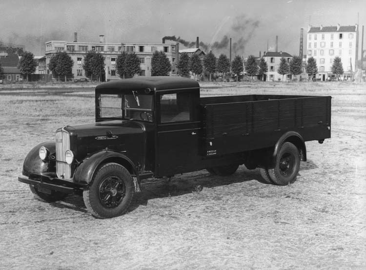 Figure 111 : Camion léger Renault type YF 70 cv 4.5 tonnes - 1935 © Renault communication / PHOTOGRAPHE INCONNU (PHOTOGRAPHER UNKNOWN) DROITS RESERVES