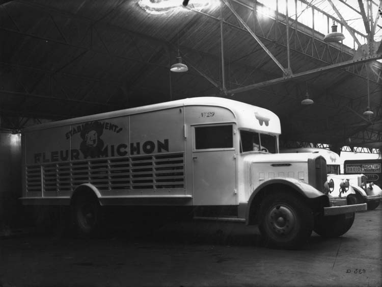 Figure 116 : Camion Renault type YFAE long 70 cv 4.5 tonnes - 1935 © Renault communication / PHOTOGRAPHE INCONNU (PHOTOGRAPHER UNKNOWN) DROITS RESERVES
