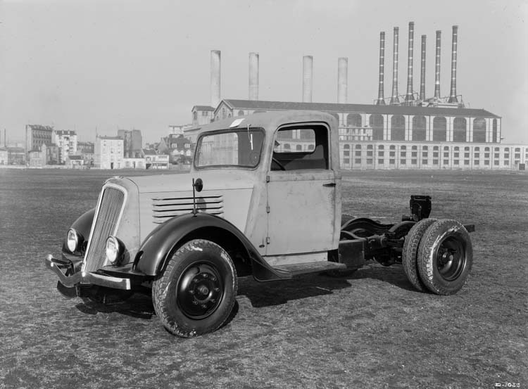 Figure 121 : Camion léger Renault type ADH 65 cv 2.5 tonnes - 1936 © Renault communication / PHOTOGRAPHE INCONNU (PHOTOGRAPHER UNKNOWN) DROITS RESERVES