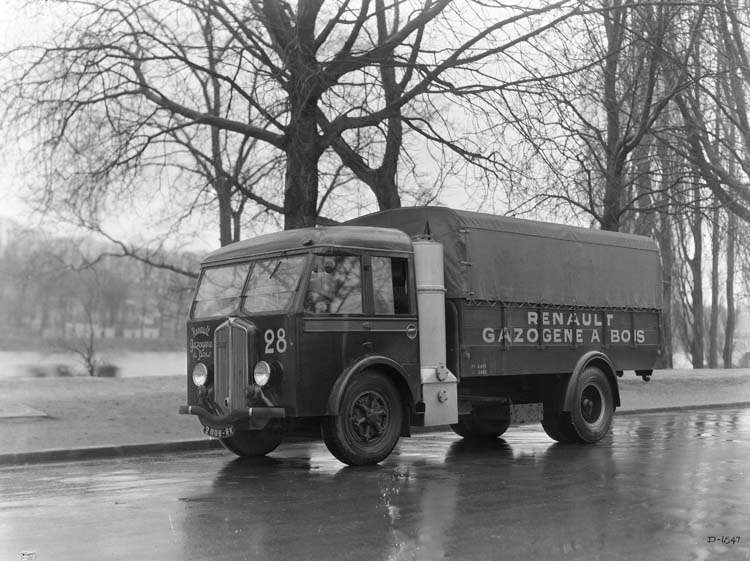 Figure 126 : Camion Renault à gazogène type ABF 85 cv 5 tonnes - 1936 © Renault communication / PHOTOGRAPHE INCONNU (PHOTOGRAPHER UNKNOWN) DROITS RESERVES