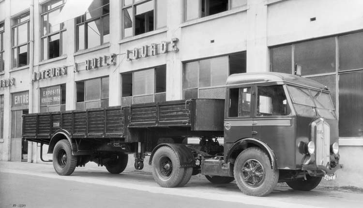 Figure 127 : Camion tracteur Renault type ABGD 85 cv 10 tonnes - 1936 © Renault communication / PHOTOGRAPHE INCONNU(PHOTOGRAPHER UNKNOWN) DROITS RESERVES