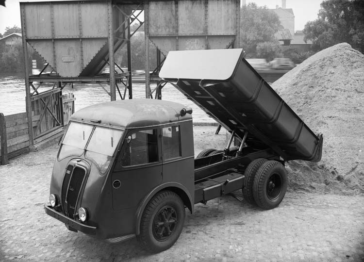 Figure 138 : Camion benne à vérin Renault type AGP 65 cv 3 tonnes - 1938 © Renault communication / PHOTOGRAPHE INCONNU (PHOTOGRAPHER UNKNOWN) DROITS RESERVES