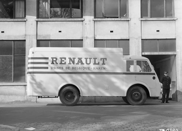 Figure 139 : Fourgon publicitaire Renault type AGP 65 cv 3 tonnes - 1938 © Renault communication / PHOTOGRAPHE INCONNU (PHOTOGRAPHER UNKNOWN) DROITS RESERVES