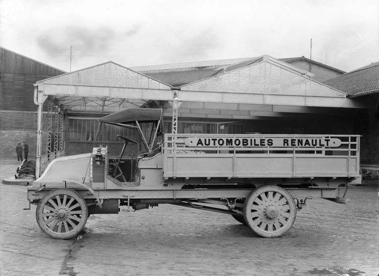 Figure 14 Camion Renault plateau type CJ 16 Cv 3 tonnes 1911 © Renault communication / PHOTOGRAPHE INCONNU (PHOTOGRAPHER UNKNOWN) DROITS RESERVES