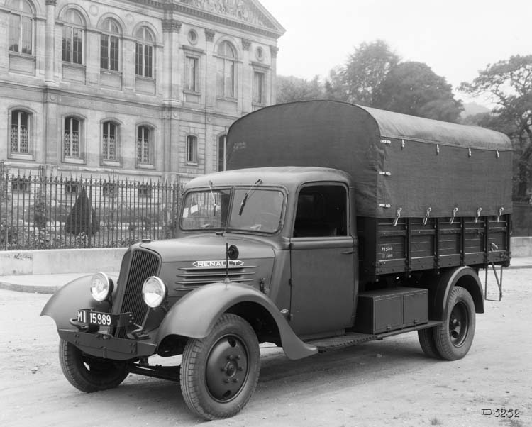 Figure 141 : Camionnette militaire Renault type AGC 48 cv 2 tonnes - 1939 © Renault communication / PHOTOGRAPHE INCONNU (PHOTOGRAPHER UNKNOWN) DROITS RESERVES