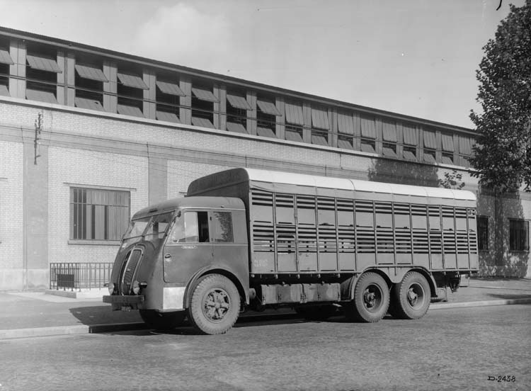 Figure 147 : Camion Renault type AFKD 130 cv 10 tonnes - 1939 © Renault communication / PHOTOGRAPHE INCONNU (PHOTOGRAPHER UNKNOWN) DROITS RESERVES
