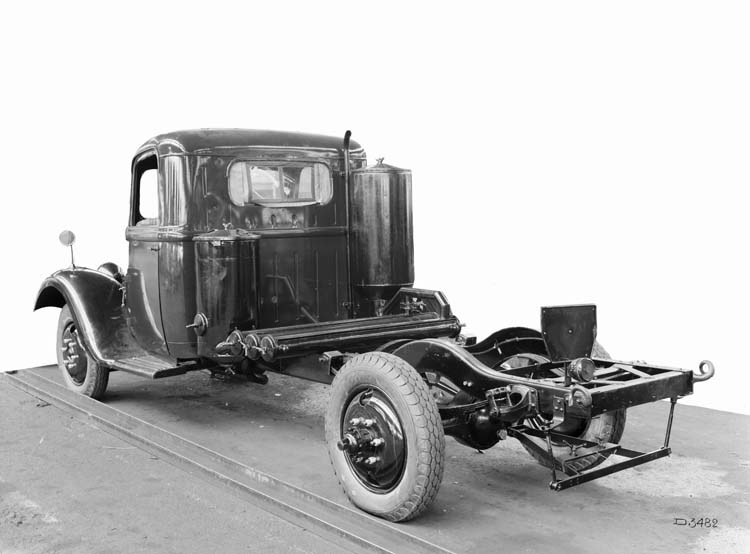 Figure 154 : Camion gazogène Renault type AGK 85 cv 6 tonnes 1941 © Renault communication / PHOTOGRAPHE INCONNU (PHOTOGRAPHER UNKNOWN) DROITS RESERVES