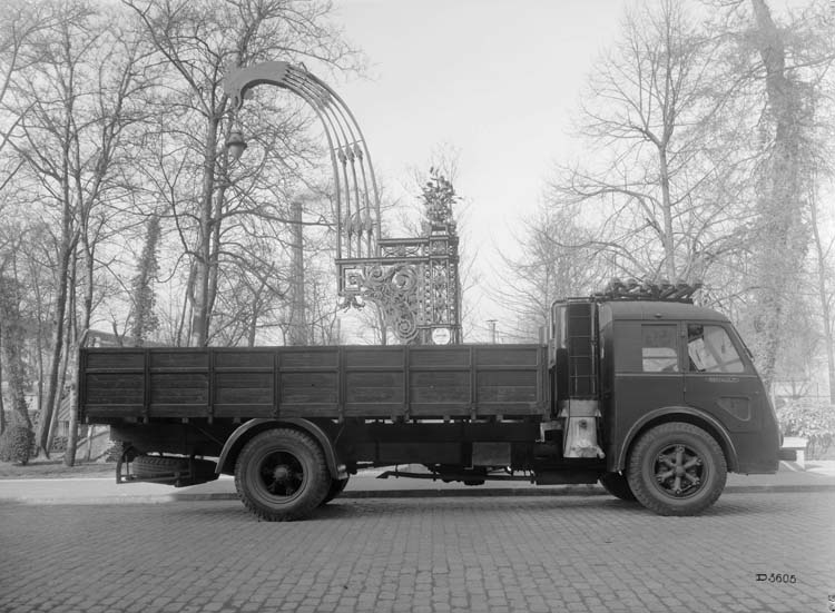 Figure 156 : Camion gazogène Renault type AGOD 130 cv 8 tonnes - 1941 © Renault communication / PHOTOGRAPHE INCONNU (PHOTOGRAPHER UNKNOWN) DROITS RESERVES