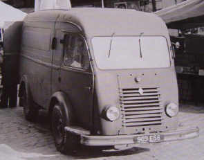 Figure 159 : Fourgon Renault de 1000 Kgs en 1945 © Renault communication / PHOTOGRAPHE INCONNU (PHOTOGRAPHER UNKNOWN) DROITS RESERVES