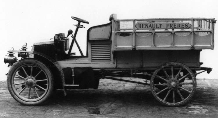 Figure 2 : Camionnette Renault 8 cv 1 cylindre 1903 © Renault communication / PHOTOGRAPHE INCONNU (PHOTOGRAPHER UNKNOWN) DROITS RESERVES