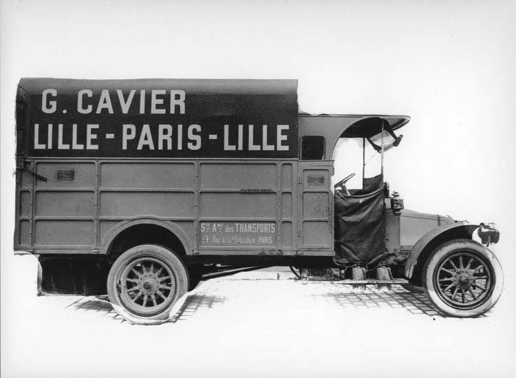 Figure 24 : Camion Renault type CJ 16 cv 3 tonnes 1913 © Renault communication / PHOTOGRAPHE INCONNU (PHOTOGRAPHER UNKNOWN) DROITS RESERVES
