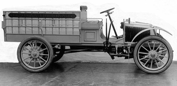 Figure 3 : Camionnette Renault 10 cv 2 cylindres 1903 © Renault communication / PHOTOGRAPHE INCONNU