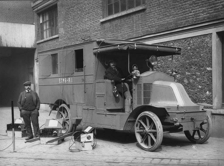Figure 32 : Camion militaire groupe électrogène Renault 22 cv 1916 © Renault communication / PHOTOGRAPHE INCONNU (PHOTOGRAPHER UNKNOWN) DROITS RESERVES
