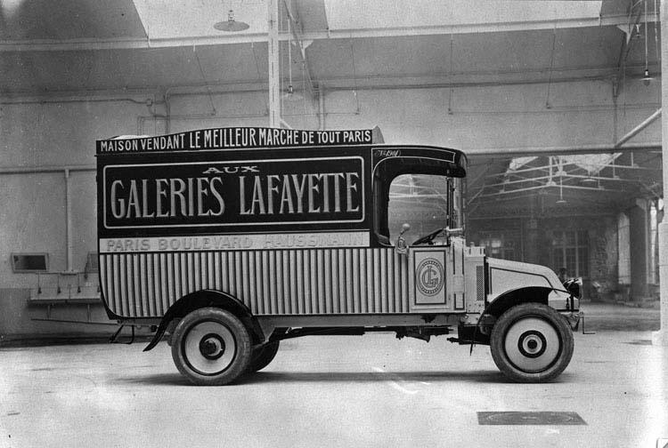 Figure 40 : Renault voiture de livraison sur châssis type GZ 1919 © Renault communication / PHOTOGRAPHE INCONNU (PHOTOGRAPHER UNKNOWN) DROITS RESERVES