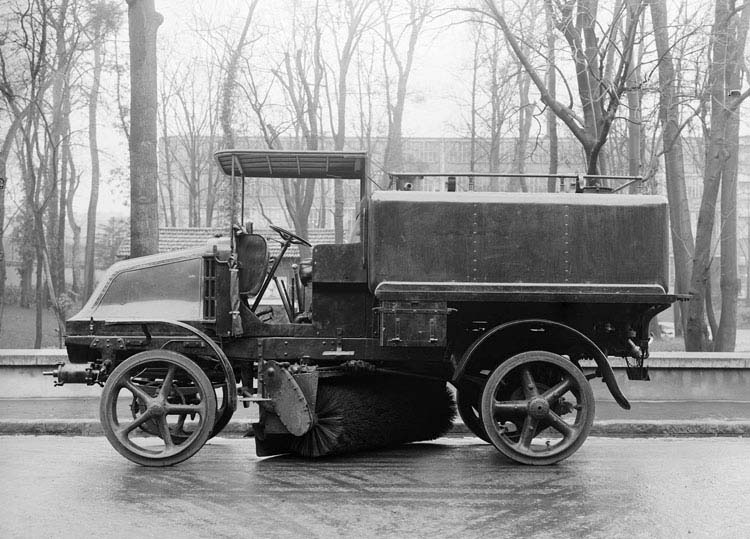 Figure 42 : Arroseuse balayeuse de type IK1920 © Renault tous droits réservés © Renault communication / PHOTOGRAPHE INCONNU (PHOTOGRAPHER UNKNOWN) DROITS RESERVES