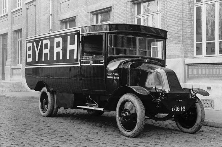 Figure 47 : Camion Renault 18 cv 3 tonnes 1922 © Renault communication / PHOTOGRAPHE INCONNU (PHOTOGRAPHER UNKNOWN) DROITS RESERVES