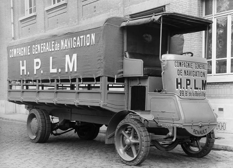 Figure 49 : Camion Renault 20 cv 5 tonnes - 1923 © Renault communication / PHOTOGRAPHE INCONNU (PHOTOGRAPHER UNKNOWN) DROITS RESERVES