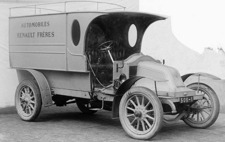 Figure 5 Camion de livraison type BD en 1908 © Renault communication / PHOTOGRAPHE INCONNU (PHOTOGRAPHER UNKNOWN) DROITS RESERVES