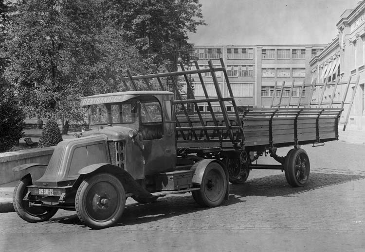 Figure 50 : Tracteur Renault type IL 12 cv 5 tonnes - 1923 © Renault communication / PHOTOGRAPHE INCONNU (PHOTOGRAPHER UNKNOWN) DROITS RESERVES
