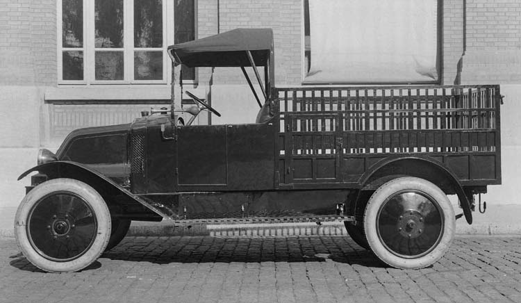 Figure 52 : Camionnette Renault type HK 10 cv - 1923 © Renault communication / PHOTOGRAPHE INCONNU (PHOTOGRAPHER UNKNOWN) DROITS RESERVES