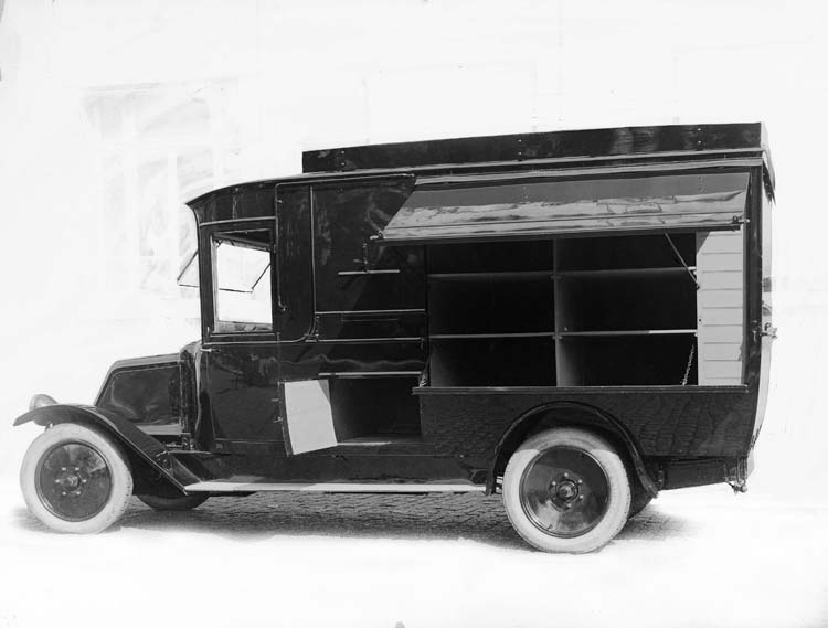 Figure 53 : Camionnette Renault type JX1 12 cv - 1923 © Renault communication / PHOTOGRAPHE INCONNU (PHOTOGRAPHER UNKNOWN) DROITS RESERVES