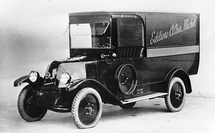 Fiure 58 : Fourgon Renault type OS de 10 cv en 1925 © Renault communication / PHOTOGRAPHE INCONNU (PHOTOGRAPHER UNKNOWN) DROITS RESERVES