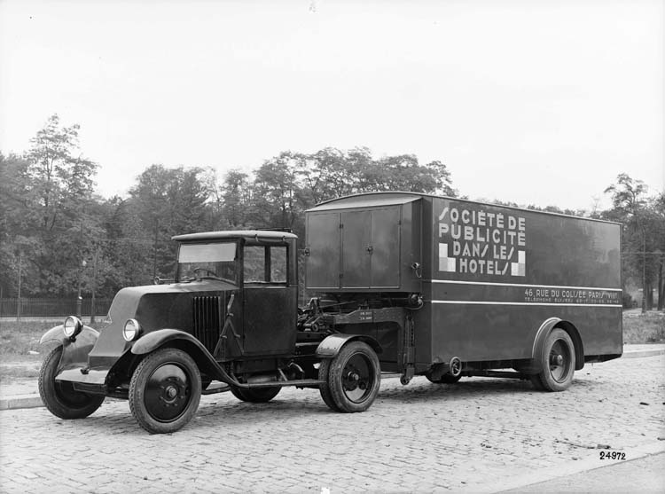 Figure 63 : Tracteur Renault type SY 1929 © Renault communication / PHOTOGRAPHE INCONNU (PHOTOGRAPHER UNKNOWN) DROITS RESERVES