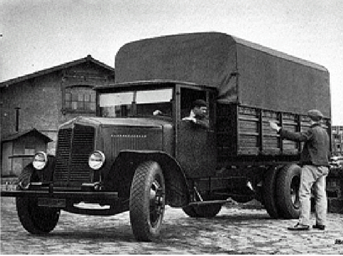 Figure 64 : Camion Renault de type TL en 1930 © Renault communication / PHOTOGRAPHE INCONNU (PHOTOGRAPHER UNKNOWN) DROITS RESERVES
