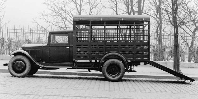 Figure 70 : Camionnette Renault 10 cv type PRB bétaillère 1932 © Renault communication / PHOTOGRAPHE INCONNU (PHOTOGRAPHER UNKNOWN) DROITS RESERVES