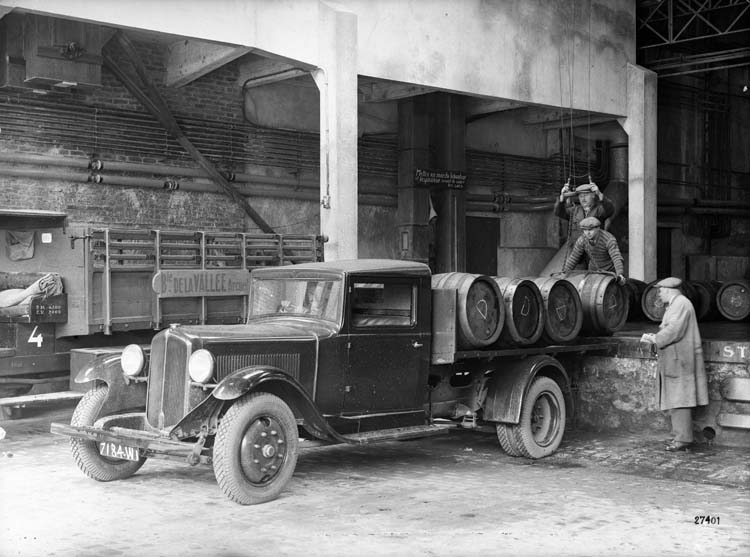 Figure 72 : Camionnette Renault type SX 15 cv 1932 © Renault communication / PHOTOGRAPHE INCONNU (PHOTOGRAPHER UNKNOWN) DROITS RESERVES